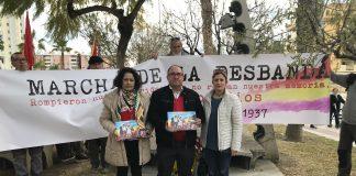 La segunda edición de la marcha en recuerdo a la masacre de la carretera Málaga-Almería realizó varias paradas a su paso por el municipio en el Castillo del Marqués, el parque de la Memoria, el antiguo faro y la avenida Vivar Téllez.