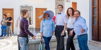 El cortometraje, que será utilizado para la promoción de Gin Larios en su web y redes sociales, cuenta con la realización de Diego Postigo y el diseño de vestuario Alejandro Palomo, popularmente conocido como Palomo Spain.