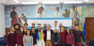 Los jóvenes participan en un programa de 3 semanas en el que reciben clases de español, actividades de ocio y visitas culturales.