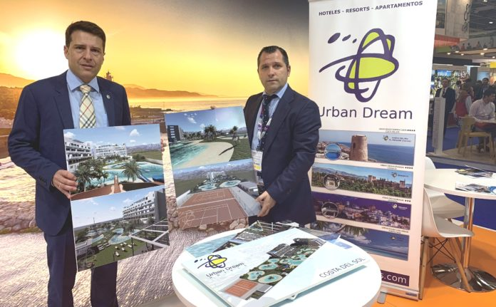 """El Consistorio y la cadena Urban Dream anuncian en el marco de la WTM que """"trabajan para dotar de ubicación definitiva a un nuevo resort de 200 habitaciones y categoría cuatro estrellas superior""""."""