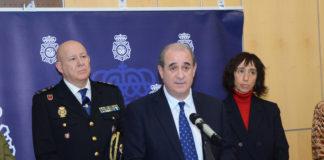 El director general de la Policía, Francisco Pardo, ha anunciado que en la plataforma SVisual –un servicio de video-interpretación en lengua de signos española- se ha habilitado un acceso que permitirá al usuario llamar a la Policía en casos de emergencia.