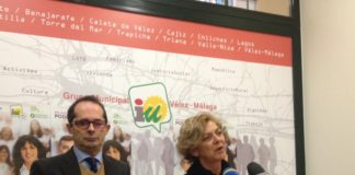 El Coordinador local, Domingo Poyato, y la candidata Alicia Pérez Gallardo en rueda de prensa.