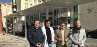 El alcalde de Vélez-Málaga, Antonio Moreno Ferrer, el concejal de Infraestructuras, Juan Carlos Ruiz Pretel, y el teniente de alcalde de Torre del Mar, Jesús Pérez Atencia, visitaron las obras realizadas en el aparcamiento de ambulancias del centro de salud de Torre del Mar, que han contado con una inversión de 10.000 euros destinados a mejorar la accesibilidad y seguridad ciudadana