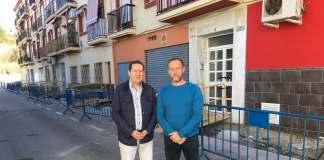 El concejal de Infraestructuras, Juan Carlos Ruiz Pretel, y el teniente alcalde de Caleta de Vélez, David Vilches, han presentado el proyecto que realizará además mejoras en Triana y Almayate.