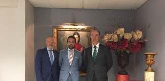 Esta colaboración se enmarca en el acuerdo firmado el pasado mes de mayo por el presidente de la Diputación de Málaga, Elías Bendodo, y el presidente de Unicaja Banco, Manuel Azuaga, por el que la entidad financiera se comprometía a ofrecer productos y servicios a los más de 700 productores y empresas integrados en 'Sabor a Málaga'.