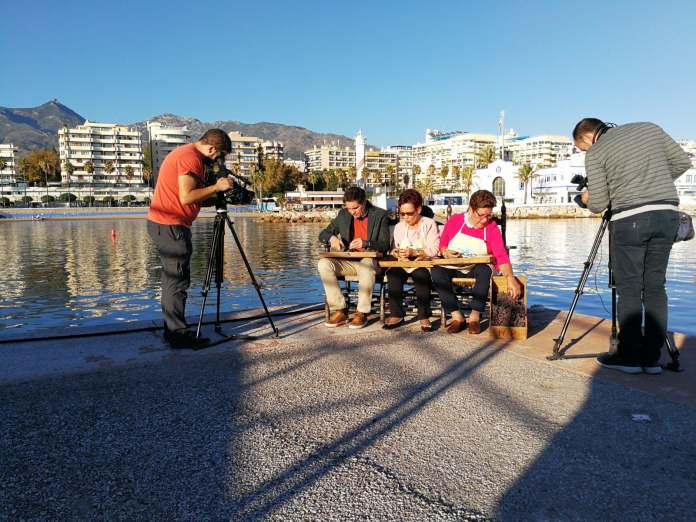 Vecinas de El Borge durante la grabación que ha tenido lugar hoy martes en Marbella.