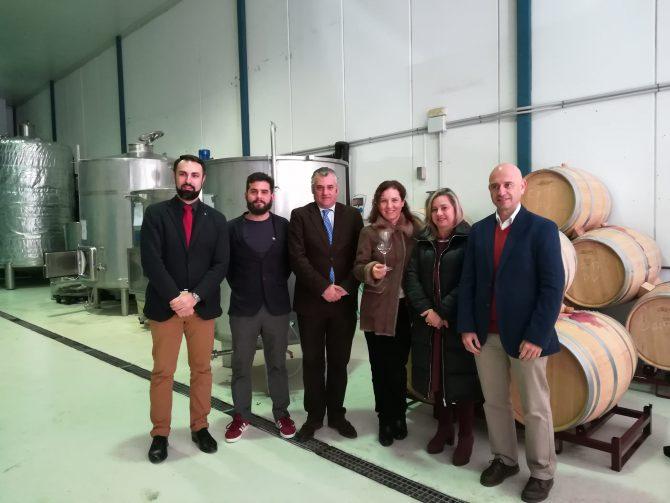 El consejero de Empleo, Empresa y Comercio visita las Bodegas Victoria Ordóñez e Hijos