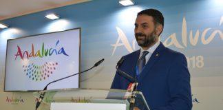 El consejero presentó en Fitur este nuevo porfolio con 170 propuestas que se ha diseñado con aportaciones de 450 empresarios y técnicos de la región.