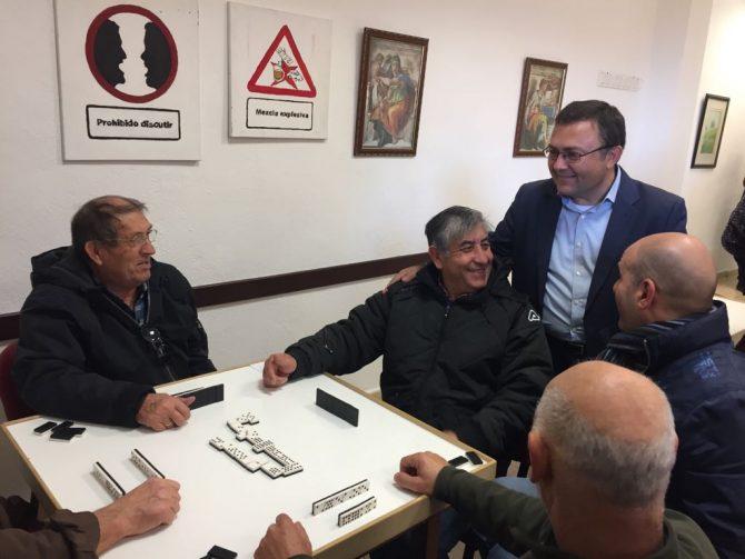 El diputado socialista Miguel Ángel ha visitado Vélez-Málaga donde ha denunciado que Rajoy ha recaudado más de 181 millones en Málaga por los copagos de los medicamentos a pensionistas.