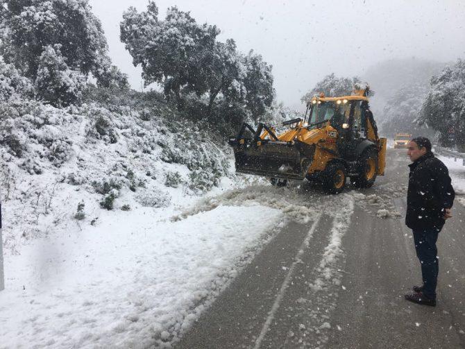 Los  trabajos que se están realizando en la carretera provincial de la Diputación MA-3103 , concretamente desde los montes de Málaga a Olías.