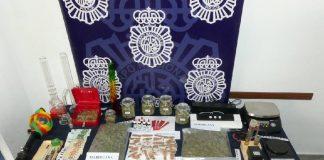 Han sido detenidos dos miembros de la asociación por su presunta responsabilidad en los delitos de tráfico de drogas y asociación ilícita.