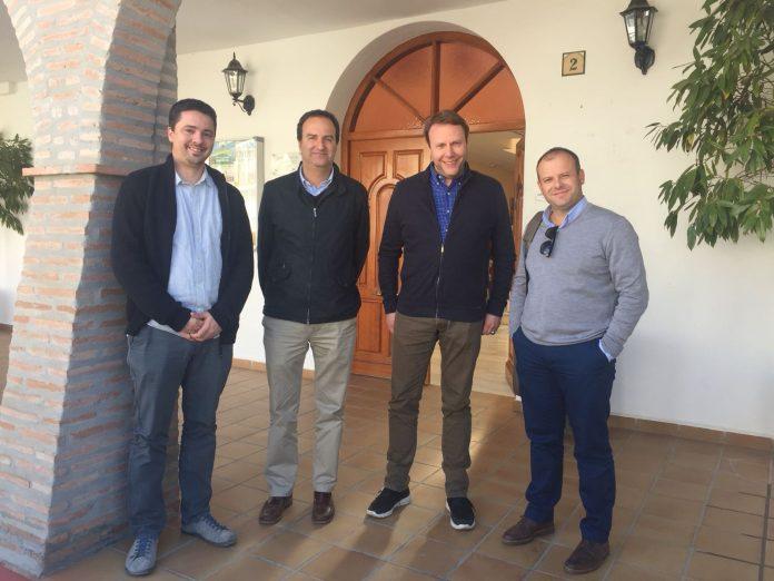 En la foto de izquierda a derecha tenemos a Laureano Martín (Alcalde de Arenas), Arturo R. Salvatierra (Arquitecto redactor),Marc Dils (Impulsor del proyecto), Jose Luis Fenech (Tecnico del CADE).