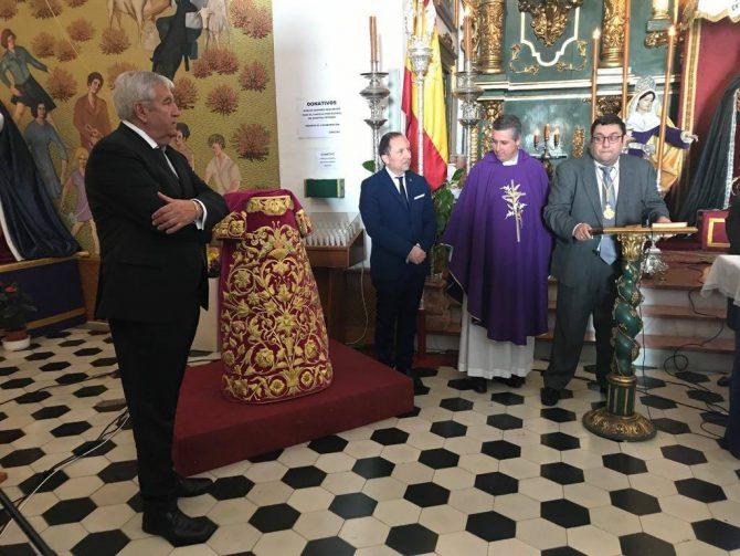 Presentación de la nueva saya de la Cofradía del Cristo del Mar.