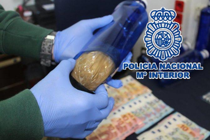 La Policía Nacional se incauta de 2.618 gramos de cocaína dispuesta en paquetes envueltos en plástico dentro de unas botellas de agua