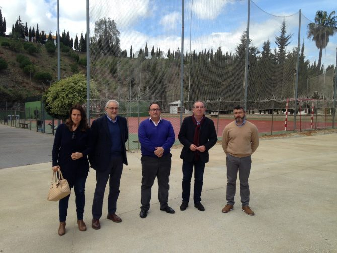El programa de Fomento de Empleo Agrario invierte más de 600.000 euros en Comares e Iznate
