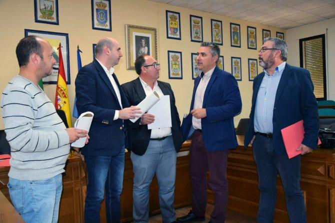 El PSOE plantea medidas contra la despoblación que sufre uno de cada tres municipios de la Axarquía