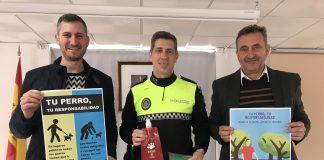 """esentación de la campaña """"Tu perro, tu responsabilidad"""" que contó con la presencia del Sr. Alcalde, Alberto Pérez, el Sr. Teniente de Alcalde de Algarrobo Costa, José Luis Ruiz, y el sr. Jefe de la Policía Local de Algarrobo."""