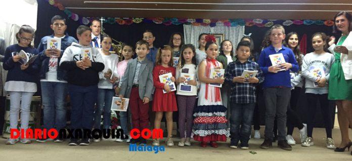 La localidad de Almayate ha reconocido la labor de los escolares.