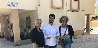 La coalición de izquierdas ha recordado a Moreno Ferrer que en los municipios mayores de 20.000 habitantes son los Ayuntamientos los responsables de elaborar esos planes de actuación para poder aprovechar la Estrategia Regional Andaluza para la Cohesión e Inclusión Social (ERACIS) aprobada este martes por el Consejo de Gobierno de la Junta de Andalucía.