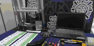 Se han practicado varios registros en domicilios y locales relacionados con los detenidos y se han intervenido dinero en efectivo, un ordenador portátil, inhibidores, dispositivos de seguridad y herramientas para la comisión de los robos.