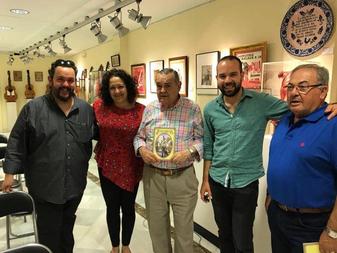 El acto se desarrolló en el Museo de la Peña Juan Breva de Málaga trasuna conferencia de Cristobal Moya, presidente de la Peña Niño de Vélez, y presentación del comic