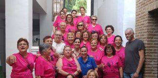La artista malagueña Diana Navarro mostró todo su afecto y admiración a la Asociación de Mujeres con Cáncer de Mama de La Axarquía 'Esperanza'