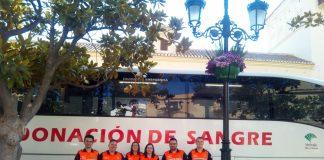 Voluntarios de Protección Civil de Vélez-Málaga en la unidad móvil instalada en Las Carmelitas.