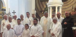 Con la presencia del obispo de Málaga Jesús Cátala y con la iglesia de San Juan abarrotada de público se ha procedido a su reapertura esta mañana de domingo coincidiendo con la Onomástica de San Juan.