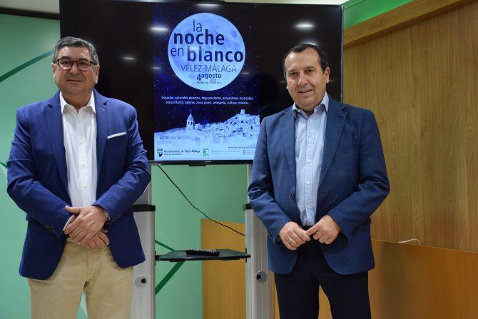 El alcalde de Vélez-Málaga, Antonio Moreno Ferrer, y el delegado del Gobierno andaluz en Málaga, José Luis Ruiz Espejo, presentaron hoy el programa de actividades que se realizarán la noche del 4 de agosto en la capital de La Axarquía, con el objetivo de dinamizar la economía local y potenciar el turismo cultural.