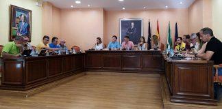 La Corporación también aprueba el pago de facturas por valor de 20.000 euros, optar a una nueva línea de ayudas para la regeneración del espacio urbano y el soterramiento de líneas de alta tensión.