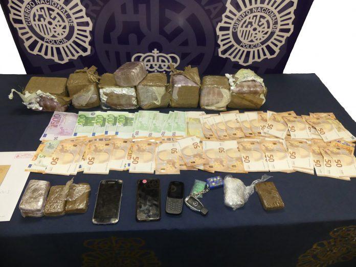 Han resultado arrestados dos hombres de origen griego y togolés como responsables de un delito de tráfico de drogas.