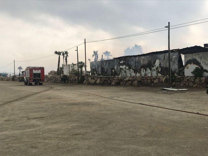Según han informado desde el Ayuntamiento veleño, no hay ningún herido y solo ha daños materiales.