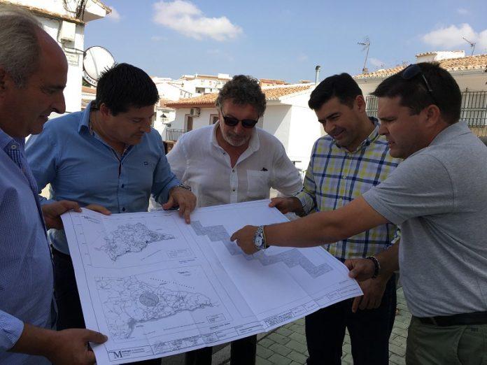 En la primera fase se invirtieron 500.000 euros para rehabilitar los primeros 10 kilómetros, y los últimos 3,5 kilómetros se acometerán en la tercera fase que se licitará el próximo año.