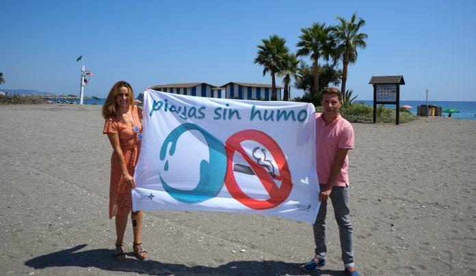 Torrox, pionero en la Costa del Sol en incluir espacios sin humo en sus principales playas .
