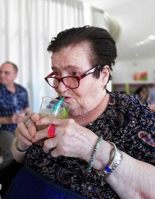 """Los mayores de Archidona combaten el calor con la """"Fiesta del Mojito"""""""