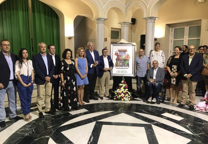 El alcalde de Vélez-Málaga, Antonio Moreno Ferrer, ha presidido en la noche de hoy martes el acto de presentación de la obra de Cristóbal Aguiló, llegado desde Murcia, junto a otros miembros de la Corporación Municipal.