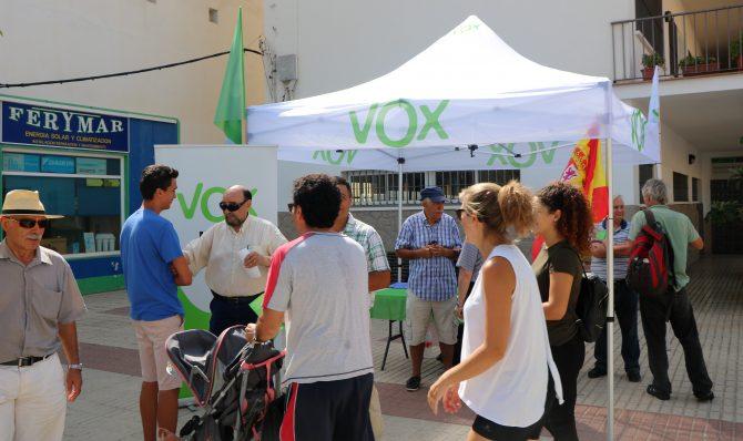 Vox España atiende las demandas de los vecinos de Caleta de Vélez