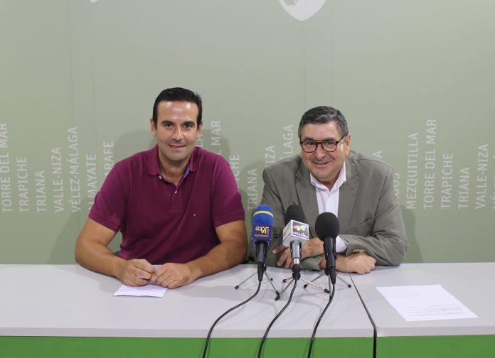El alcalde de Vélez-Málaga, Antonio Moreno Ferrer, y el Hermano Mayor de la Cofradía, Jesús Gutiérrez, presentaron esta mañana el acto de imposición de este reconocimiento que tendrá lugar el sábado 15 de septiembre, a las 20.30 horas, en la Iglesia Parroquial de San Juan Bautista.