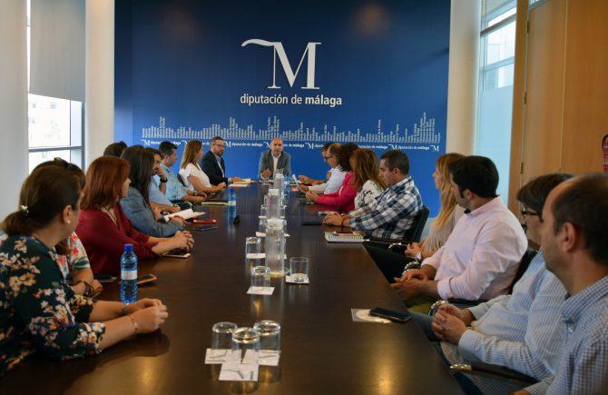 Alcaldes y portavoces socialistas denuncian que la Diputación adeuda a los ayuntamientos malagueños más de 10 millones de euros del PFEA