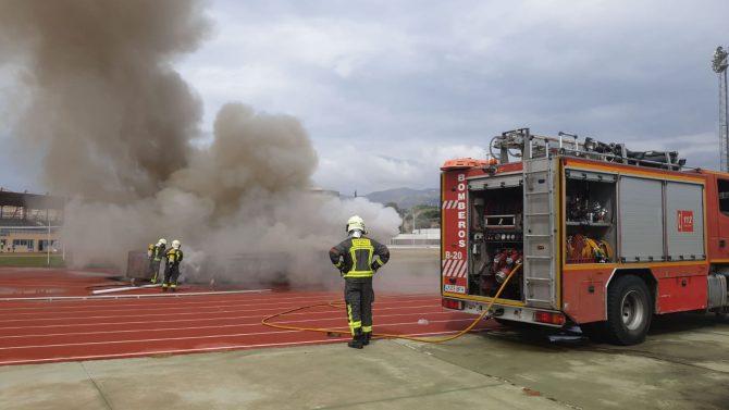 Incendio de materiales deportivos en el Polideportivo Ruiz Hierro de Vèlez-Màlaga