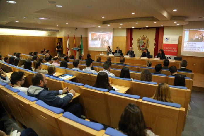 Un total de 158 estudiantes se han matriculado en la quinta edición del Máster Universitario en Abogacía que organizan el Colegio de Abogados de Málaga y la Universidad de Málaga.