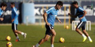 El centrocampista blanquiazul finalizó el encuentro el encuentro ante el Extremadura UD con molestias en su pierna derecha. Las pruebas médicas correspondientes determinaron la rotura de fibras de grado I-II.