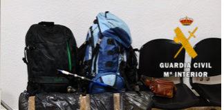 Los detenidos están acusados de ser los autores de 18 robos cometidos en viviendas de zonas rurales de las localidades de Nerja, Torrox y Frigiliana.