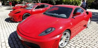  Los investigados, un hombre y una mujer de 42 y 49 años, ambos de nacionalidad española, ofertaban coches a unos precios muy interesantes; una vez realizados los pagos por los clientes, los investigados actuaban con evasivas para la entrega de los vehículos y tampoco devolvían el dinero.