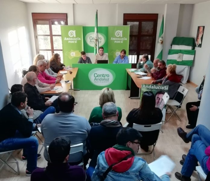 La sesión de trabajo se desarrolló en elCentro AndaluzdeAlcalá de Guadaíray su mesa estuvo integrada porJoaquín Bellido,coordinador nacional,primer candidato de AxSí en las pasadas elecciones andaluzas; Carmen Sánchez y David Cabezón, integrantes de la CN.