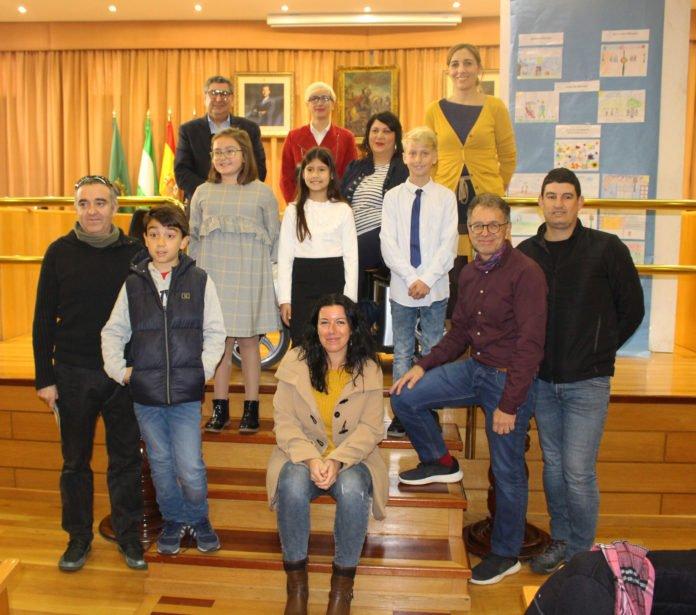 Moreno Ferrer presidió esta mañana la entrega de premios a los escolares que han participado en el certamen de dibujo con motivo del 'Día Internacional de las Personas con Discapacidad' que se celebra el 3 de diciembre.