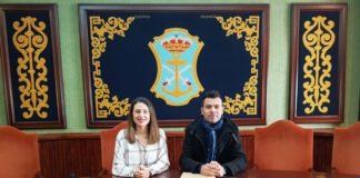 Óscar Raúl Jiménez, concejal delegado de Personal, y Anabel Iranzo, edil de Empleo.