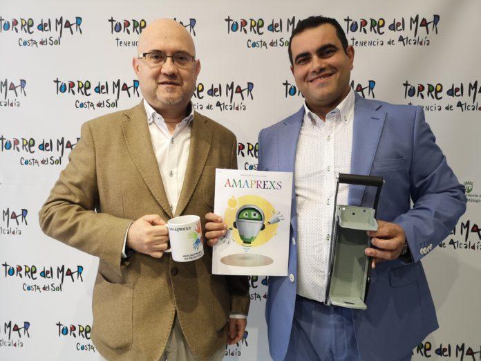 El teniente de alcalde de Torre del Mar, Jesús Pérez Atencia, junto a Manuel Rosa, presidente de AMAPREXS