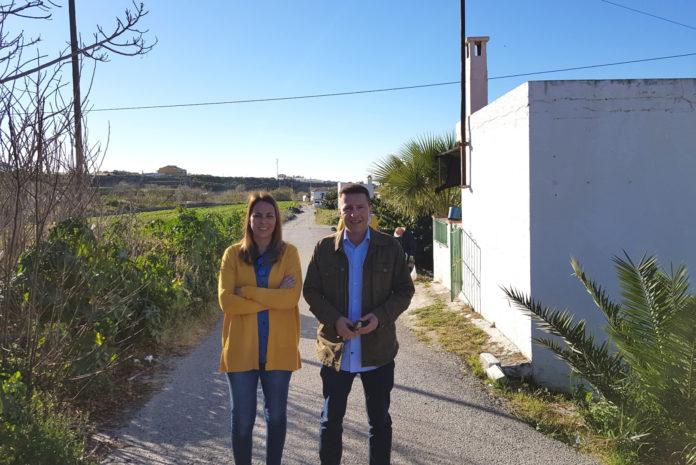 Medina y Moreno anuncian la licitación inminente de los trabajos para sustituir la red en el carril del Gofre, actuación que cuenta con un presupuesto base de 120.000 euros y que estará lista antes del verano.