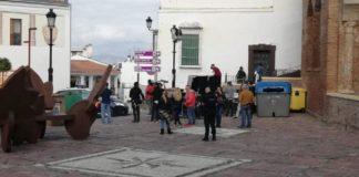 Imagen del rodaje en la plaza La Constitución de Vélez-Málaga.